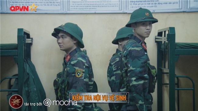 Huy Cung giật nảy người khi bắn súng khiến Khắc Việt cười 'không ngậm được miệng'-2