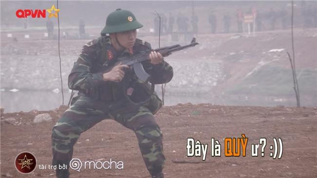 Huy Cung giật nảy người khi bắn súng khiến Khắc Việt cười 'không ngậm được miệng'-4