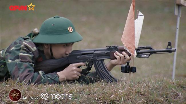 Huy Cung giật nảy người khi bắn súng khiến Khắc Việt cười 'không ngậm được miệng'-7