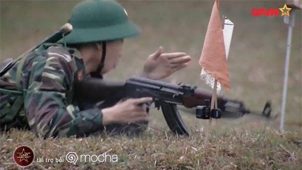 Huy Cung giật nảy người khi bắn súng khiến Khắc Việt cười 'không ngậm được miệng'-8