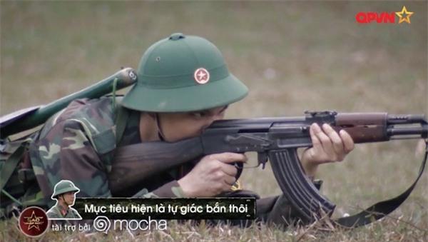 Huy Cung giật nảy người khi bắn súng khiến Khắc Việt cười 'không ngậm được miệng'-9