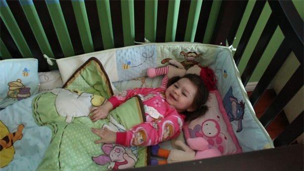Con gái mỗi tối ngủ chỉ 1 tiếng rưỡi, bố mẹ linh cảm chuyện chẳng lành cho đến khi phát hiện con mắc bệnh hiếm - Ảnh 4.