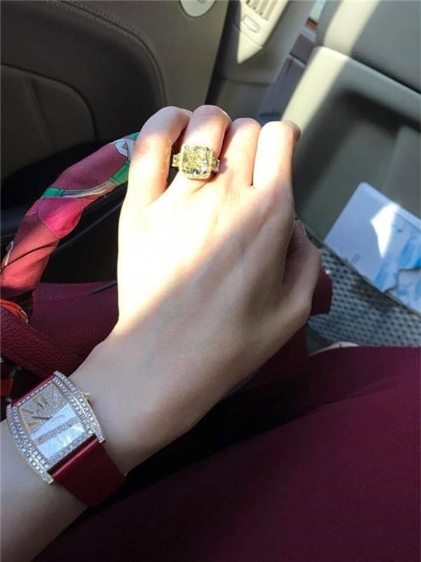 Cô còn là chủ nhân của nhiều chiếc đồng hồ, nhẫn kim cương đắt giá. - Tin sao Viet - Tin tuc sao Viet - Scandal sao Viet - Tin tuc cua Sao - Tin cua Sao