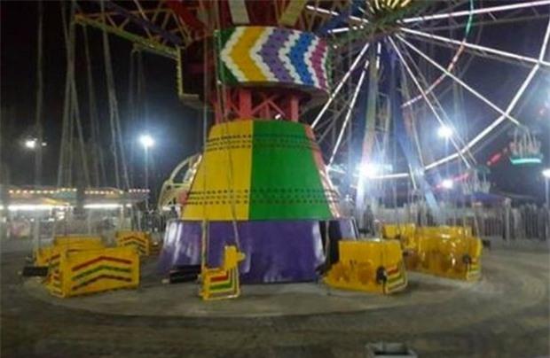 Đang chơi vui vẻ, chiếc vòng xoay trong công viên giải trí rơi tự do khiến 21 em nhỏ bị thương - Ảnh 3.