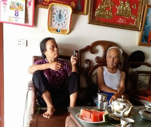 cuoc song hanh phuc cua cap vo chong chenh nhau 40 tuoi, 'tan do' tu cau noi dua - 5