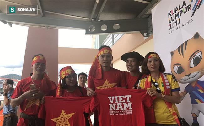 Người Việt tại Malaysia sẵn sàng tiếp lửa cho thầy trò HLV Nguyễn Hữu Thắng
