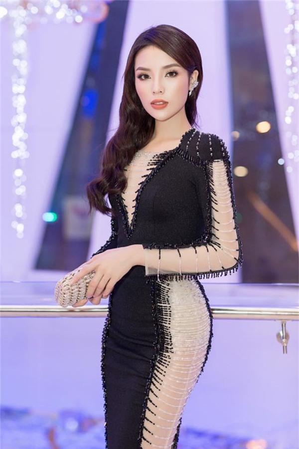 Thời trang quý phái, sang chảnh của Kỳ Duyên khi dự sự kiện. Những trang phục mà cô lựa chọn mỗi sự kiện đều củamột nhà thiết kế uy tín. - Tin sao Viet - Tin tuc sao Viet - Scandal sao Viet - Tin tuc cua Sao - Tin cua Sao