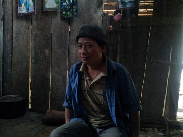Anh Trương Văn Ve nhẩm đếm tên 21 đứa con của mình.