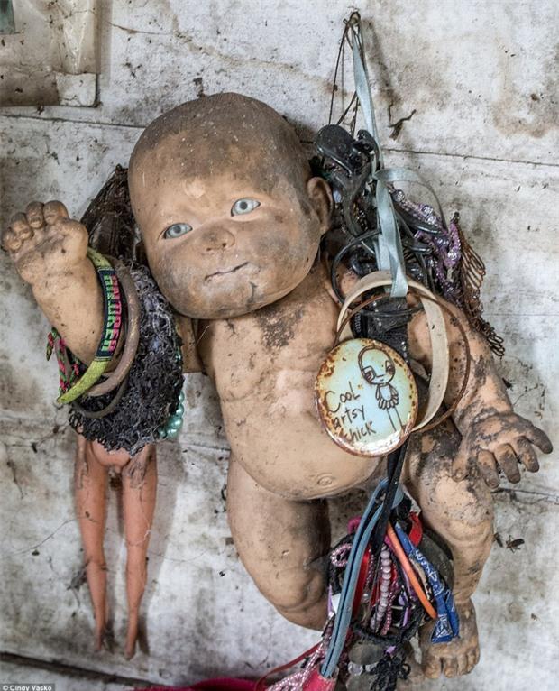 Cơn ác mộng Isla de las Munecas: Hòn đảo với hàng nghìn con búp bê kinh dị được treo lủng lẳng trên cây - Ảnh 16.