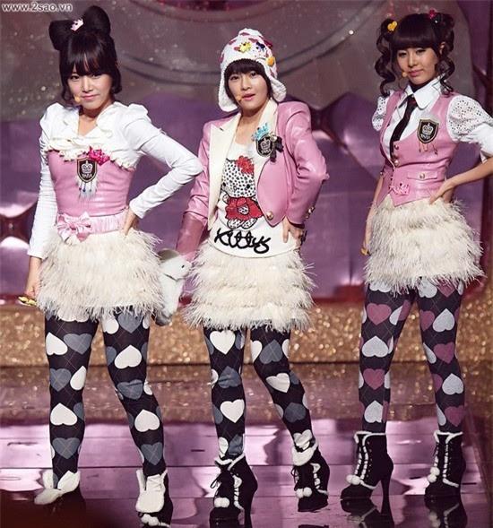 Sao Việt đã là gì, thảm họa thời trang sao Hàn mới khiến fan phát hoảng!-11