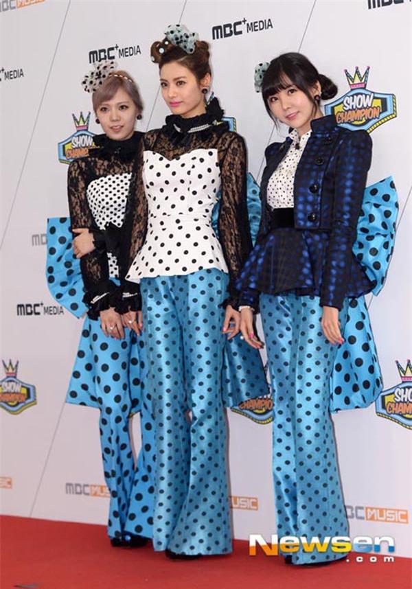 Sao Việt đã là gì, thảm họa thời trang sao Hàn mới khiến fan phát hoảng!-12