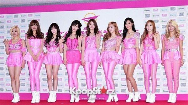 Sao Việt đã là gì, thảm họa thời trang sao Hàn mới khiến fan phát hoảng!-6