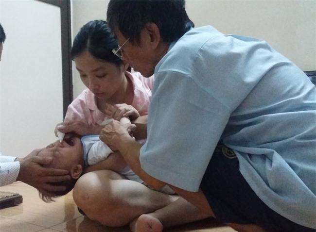 Cuộc sống mới của bé trai 1 tuổi bị bạo hành thập tử nhất sinh tại ngôi nhà ông bà ngoại - Ảnh 1.