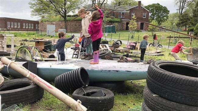 Quẳng ngay ipad, đồ chơi đi, sân chơi này mới là nơi lý tưởng cho sự phát triển mọi mặt của trẻ - Ảnh 3.