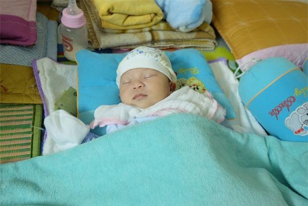 Bé gái hơn 10 ngày tuổi bị bỏ rơi ở Hà Nội và lá thư đẫm nước mắt của người mẹ - Ảnh 5.
