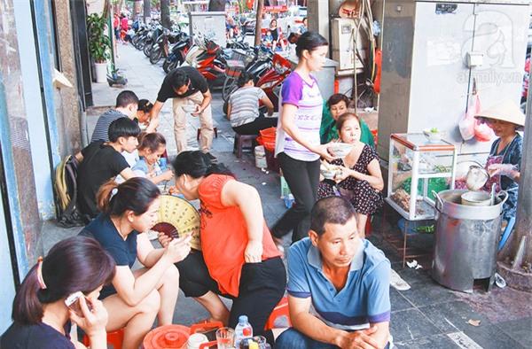 4 quán ăn có giờ mở cửa dị nhưng lúc nào cũng đông khách Hà Nội - Ảnh 10.