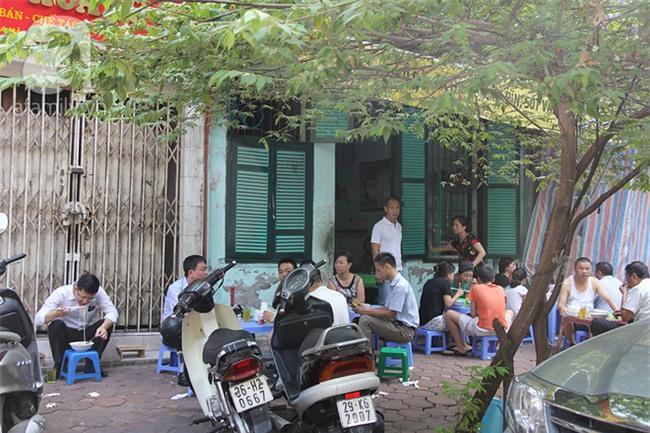 4 quán ăn có giờ mở cửa dị nhưng lúc nào cũng đông khách Hà Nội - Ảnh 14.