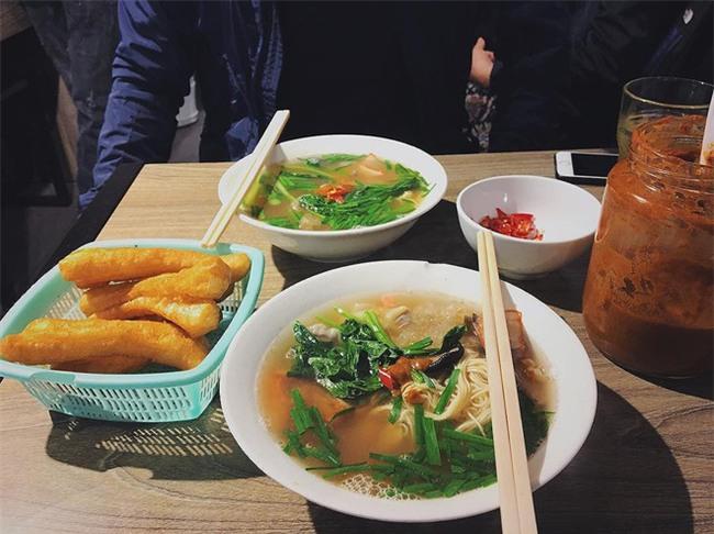 4 quán ăn có giờ mở cửa dị nhưng lúc nào cũng đông khách Hà Nội - Ảnh 17.