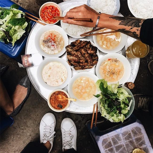 4 quán ăn có giờ mở cửa dị nhưng lúc nào cũng đông khách Hà Nội - Ảnh 4.