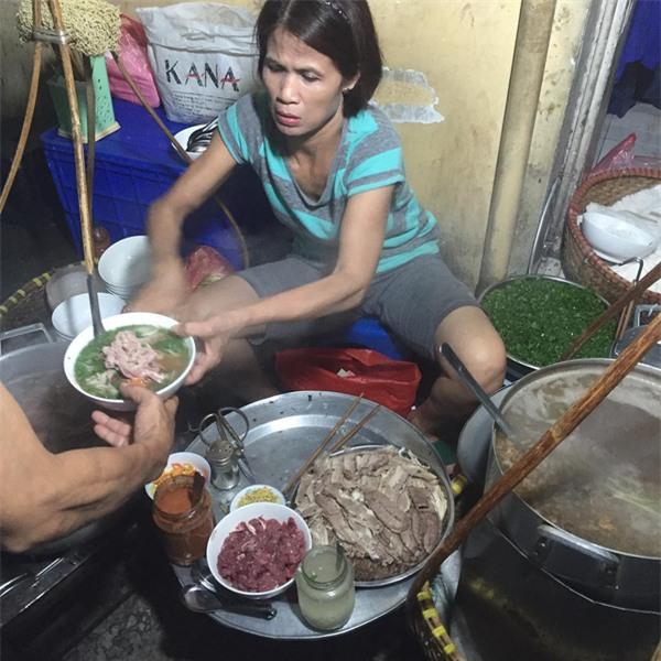 4 quán ăn có giờ mở cửa dị nhưng lúc nào cũng đông khách Hà Nội - Ảnh 6.