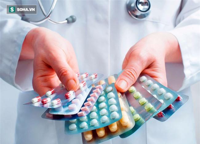 Kháng sinh là con dao 2 lưỡi, 5 sai lầm khi dùng kháng sinh khiến bạn trả bằng mạng sống - Ảnh 1.