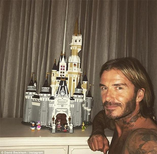 Cưng Harper nhất nhà, David Beckham bỏ cả tuần lễ để xây lâu đài cho con gái yêu - Ảnh 1.