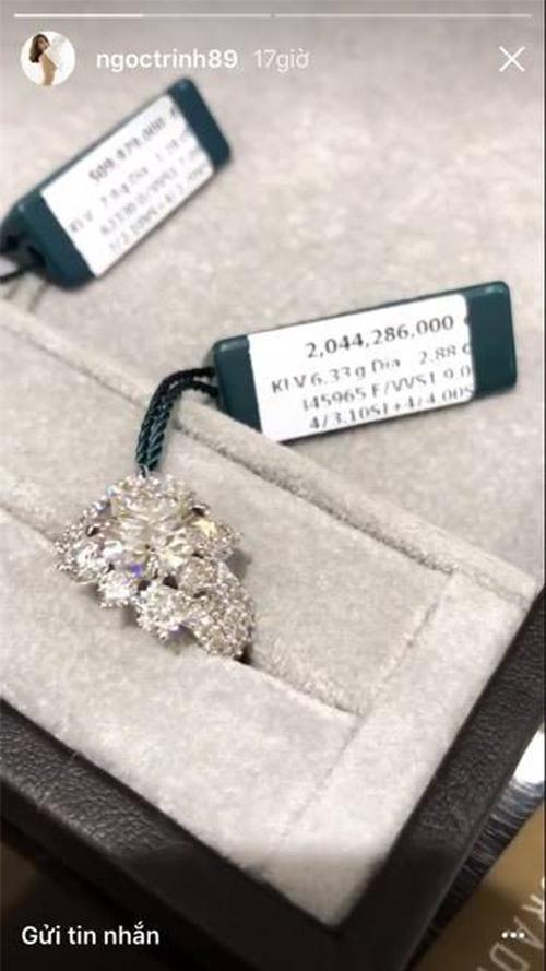 Ngọc Trinh úp mở khoe nhẫn kim cương mới mua hơn 2 tỷ đồng? - Ảnh 1.