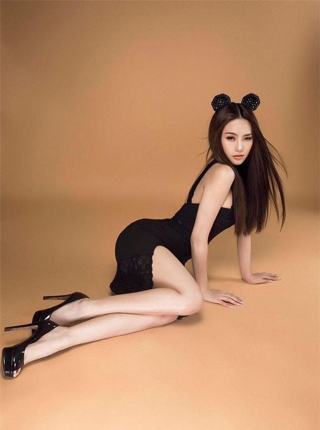 Linh Chi sexy từ phong cách đời thường đến thời trang thảm đỏ-13