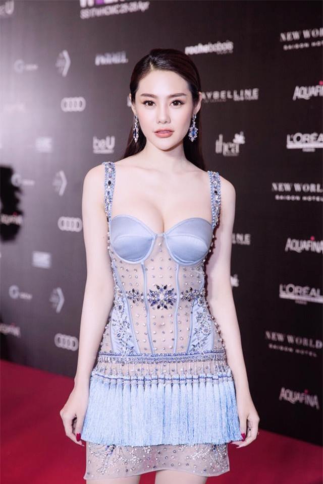 Linh Chi sexy từ phong cách đời thường đến thời trang thảm đỏ-8