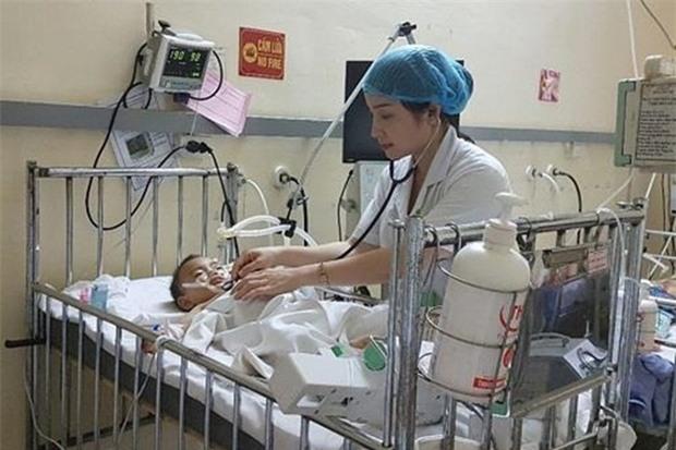 Quảng Ninh: Cháu bé 18 tháng tuổi nguy kịch vì đuối nước trong... bể cá cảnh - Ảnh 1.