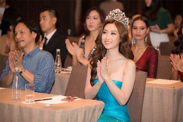 Hoa hậu Đỗ Mỹ Linh khoe vẻ đẹp tinh khôi khi trở thành 'Miss World Vietnam 2017'-1