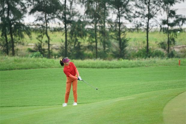 Golf thủ chân dài, xinh như hot girl trẻ nhất đoàn thể thao Việt Nam tại SEA Games 29 - Ảnh 6.
