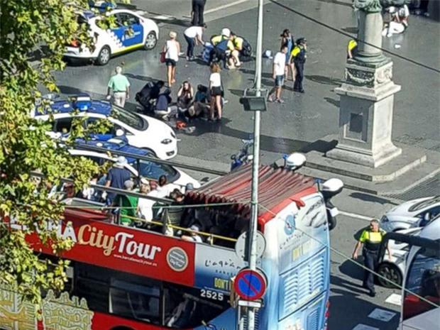 IS nhận trách nhiệm vụ khủng bố ở Barcelona - Ảnh 1.