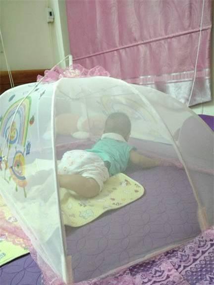 Nhật kí mẹ bỉm sữa sốt xuất huyết nửa đêm xách chai truyền từ viện về cho con bú - Ảnh 2.