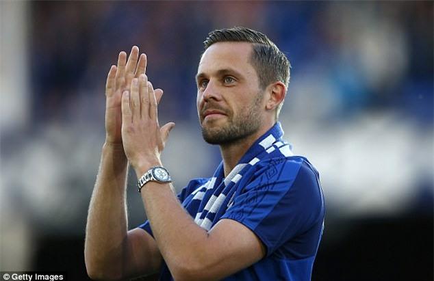 Ban hop dong ky luc cua Everton ra mat cung ban gai hinh anh 3