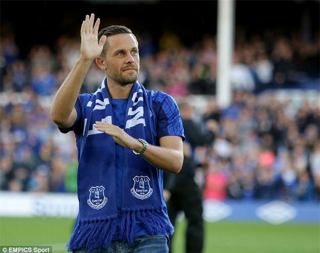 Ban hop dong ky luc cua Everton ra mat cung ban gai hinh anh 8