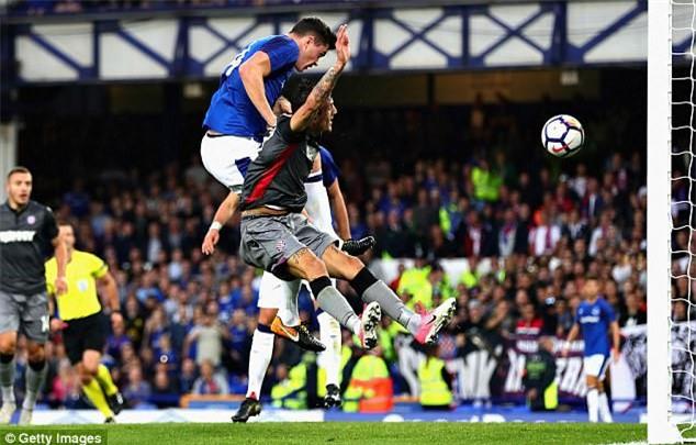 Ban hop dong ky luc cua Everton ra mat cung ban gai hinh anh 9