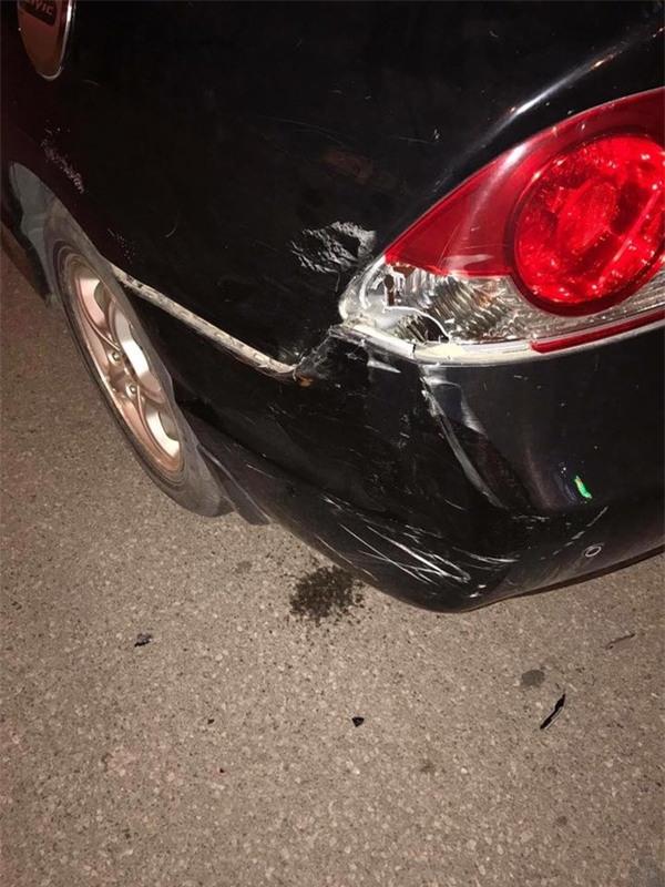 Bị va quệt xước xe, nhưng chủ xe không thể giận vì một mảnh giấy để lại  - Ảnh 3.