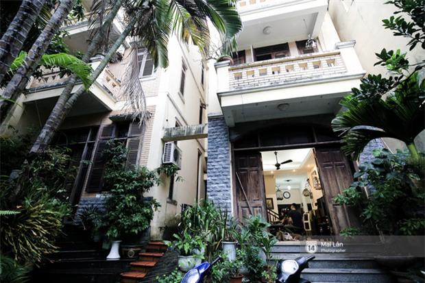 Căn nhà cổ kính, rợp bóng cây xanh của ông trùm Phan Thị - NSND Hoàng Dũng - Ảnh 1.