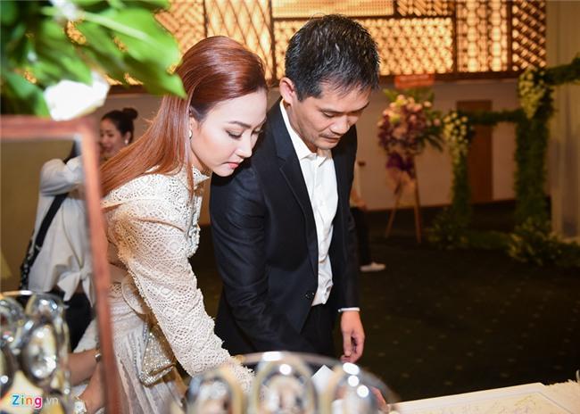 Quy Binh va dan sao Viet toi chuc mung le cuoi Le Phuong o Sai Gon hinh anh 7