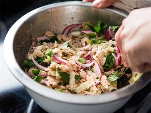 Salad cá ngừ rất ngon và bổ dưỡng.