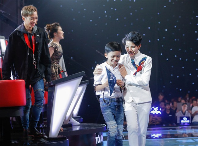 tan chay voi giong ca 11 tuoi hat dan ca tai the voice kids hinh anh 2