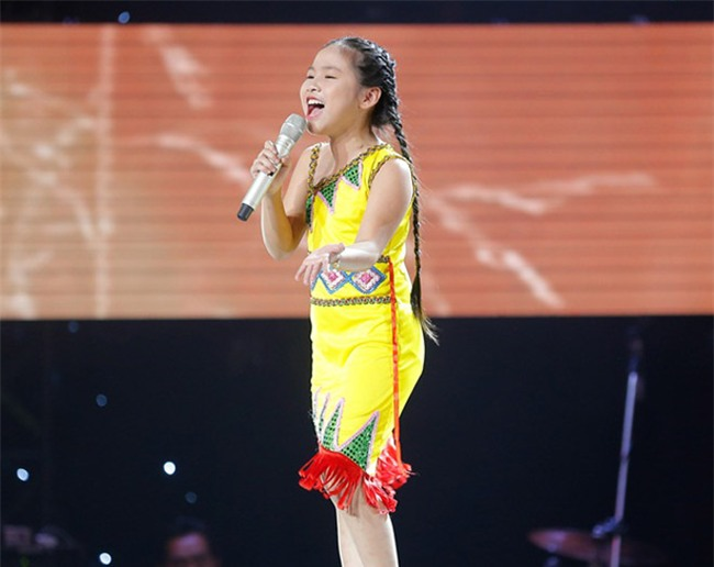 tan chay voi giong ca 11 tuoi hat dan ca tai the voice kids hinh anh 7