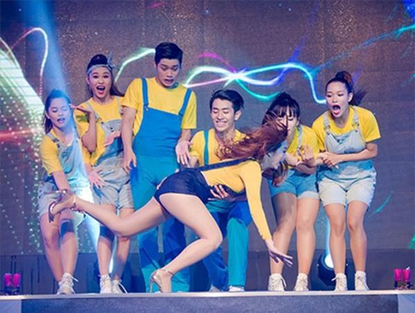 Thót tim với những pha ngã sấp mặt trên sân khấu của dàn sao Việt-1