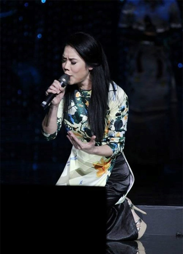 Thót tim với những pha ngã sấp mặt trên sân khấu của dàn sao Việt-8