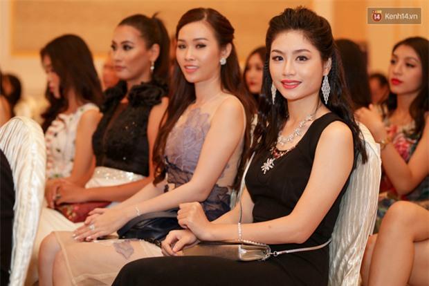 Bất ngờ trước vẻ ngoài kém sắc, già dặn của loạt thí sinh Hoa hậu Hoàn vũ Việt Nam 2017 ngoài đời thật - Ảnh 10.