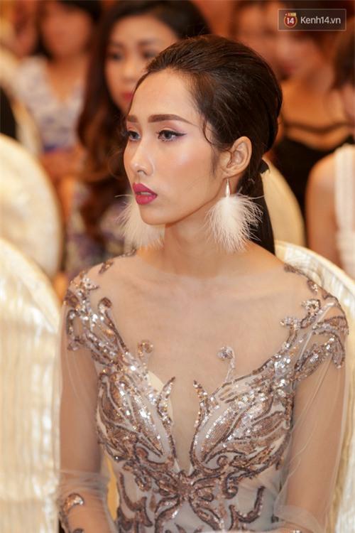 Bất ngờ trước vẻ ngoài kém sắc, già dặn của loạt thí sinh Hoa hậu Hoàn vũ Việt Nam 2017 ngoài đời thật - Ảnh 3.