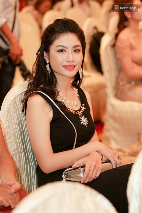 Bất ngờ trước vẻ ngoài kém sắc, già dặn của loạt thí sinh Hoa hậu Hoàn vũ Việt Nam 2017 ngoài đời thật - Ảnh 4.