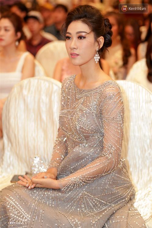 Bất ngờ trước vẻ ngoài kém sắc, già dặn của loạt thí sinh Hoa hậu Hoàn vũ Việt Nam 2017 ngoài đời thật - Ảnh 5.
