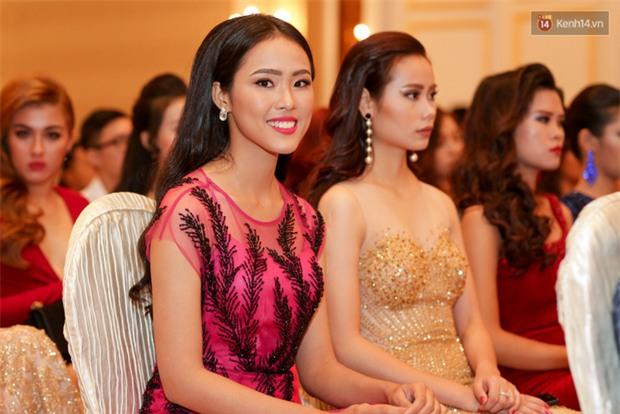 Bất ngờ trước vẻ ngoài kém sắc, già dặn của loạt thí sinh Hoa hậu Hoàn vũ Việt Nam 2017 ngoài đời thật - Ảnh 6.